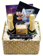 Planning a wedding in the beautiful Napa Valley, Christie's Basket Express can create the perfect custom Gift Basket to say thank you for joining us at our ...